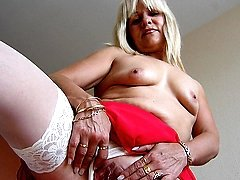 Emilia is one hot mature nympho who loves to play with herself